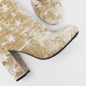 Shoes - NWT new gold tan heeled boots bootie star size 10